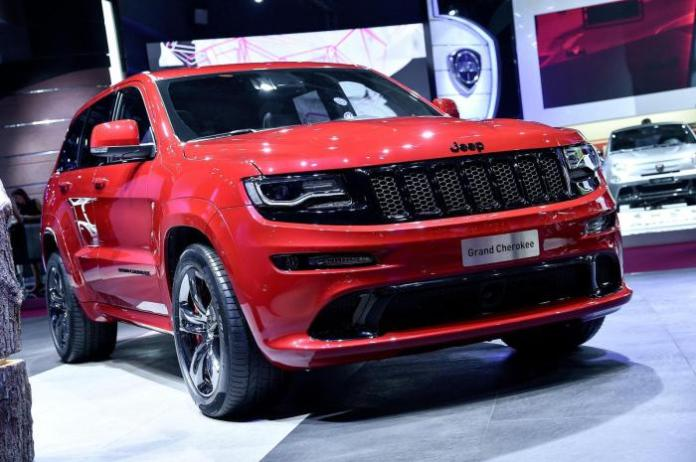 Jeep Grand Cherokee SRT Red Vapor live in Paris 1