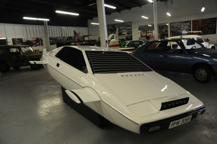 Lotus Esprit Submarine (1)
