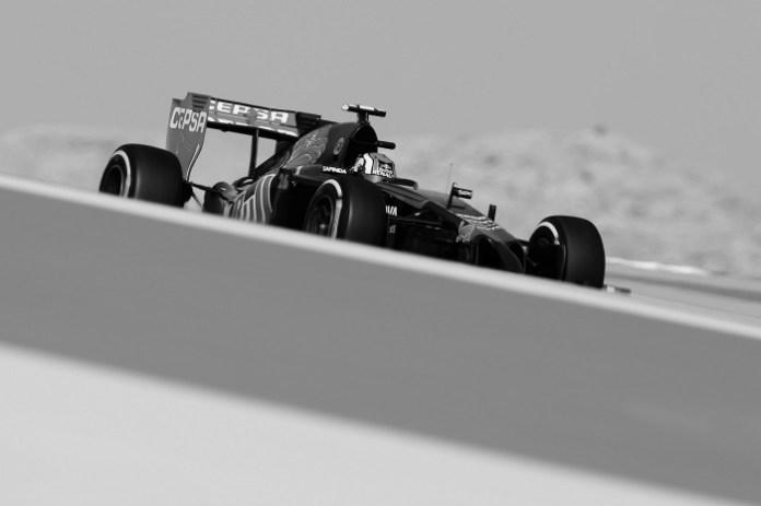 Daniil Kvyat 2014 toro rosso bahrain (converted)