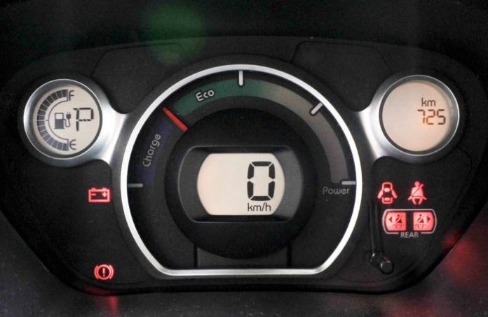 electric-car-range-anxiety-dashboard_33109_990x742