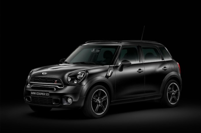 mini-launches-limited-run-black-knight-edition-models-in-japan_3