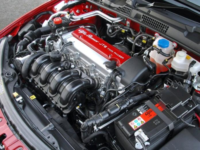 Alfa_Romeo-Spider_UK_Version_2006_Engine-Picture
