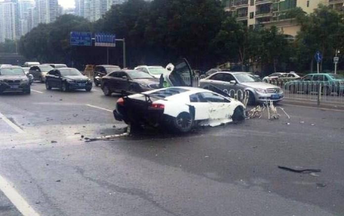 Lamborghini Murcielago SV crash (1)