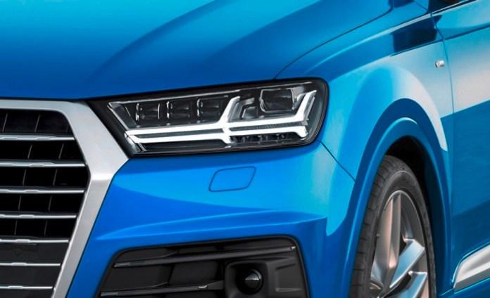Standaufnahme Farbe: Arablau Kristalleffekt Verbrauchsangaben Audi Q7:Kraftstoffverbrauch in l/100km kombiniert: 8,3 ? 5,7;CO2-Emissionen in g/km kombiniert: 183 - 149
