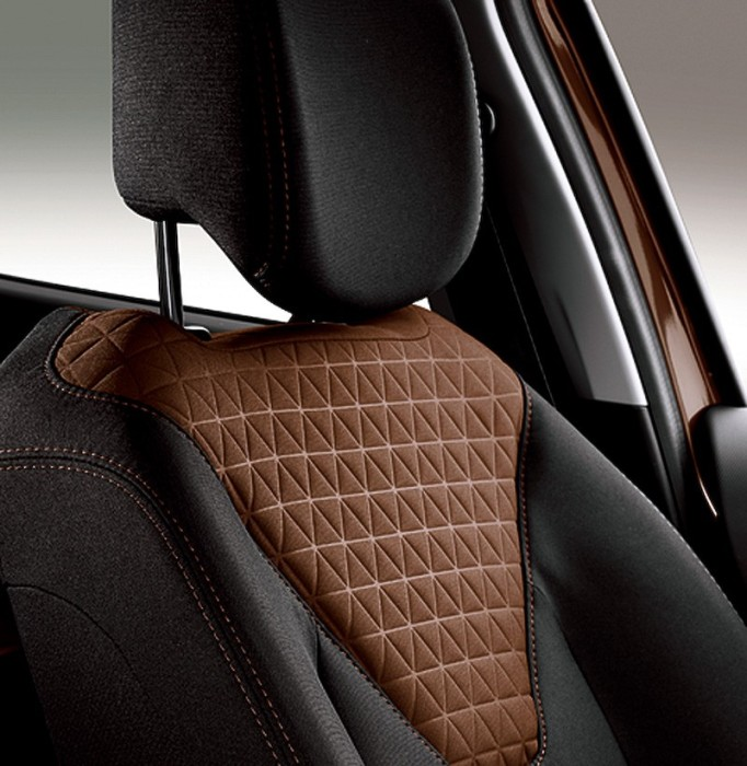 renault-launches-chocolate-themed-clio-model-in-japan-lutecia-ganache_2