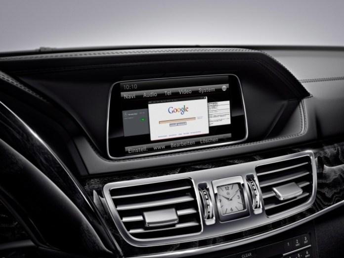 2015 Mercedes-Benz E-Class infotainment system (2)