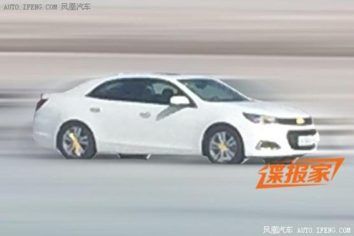 2016 Chevrolet Malibu spy photo (2)