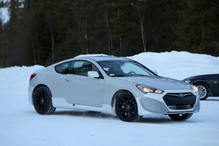 Hyundai Genesis Coupe mule 2016 Spy Photos (7)