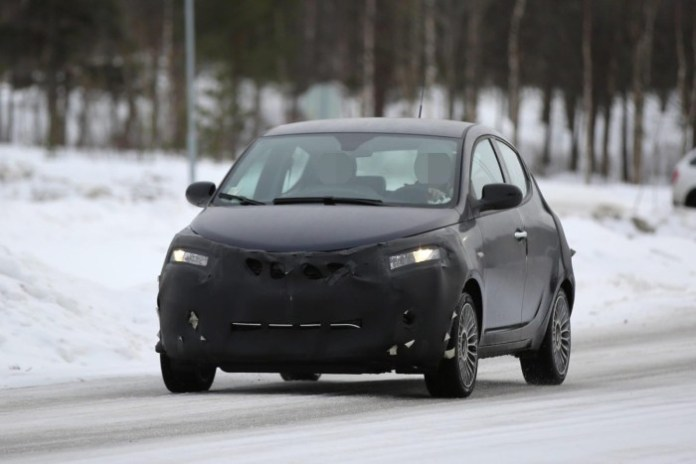 Lancia Ypsilon facelift 2016 Spy Photos (5)