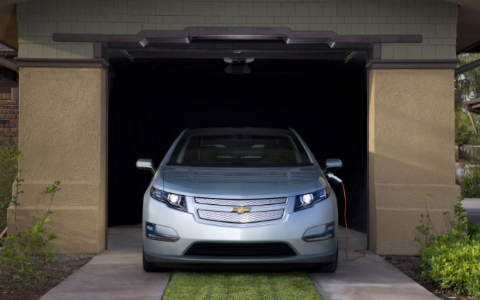 Chevrolet-Volt-Garage-Front-Wallpaper