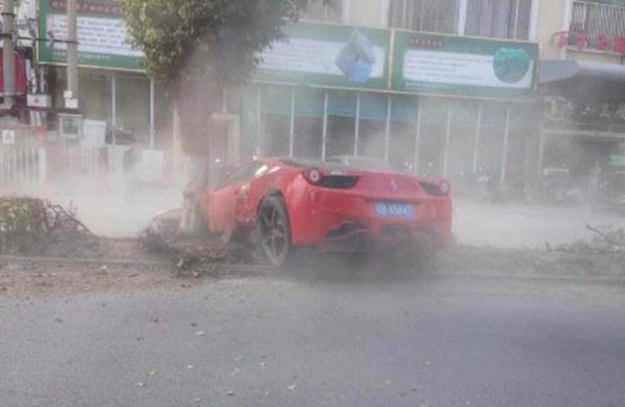 Ferrari 458 Italia Crash in China (1)