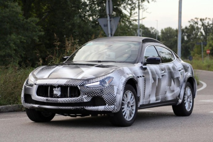 Maserati Levante mule spy photos