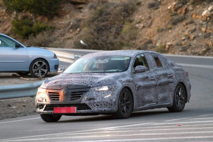 Renault Laguna 2016 spy photos (2)