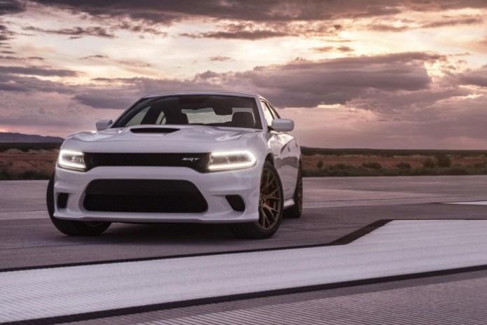 2015-Dodge-Charger-SRT-Hellcat_43