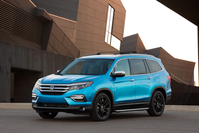 Honda Pilot 2016 with styling accessories (1)