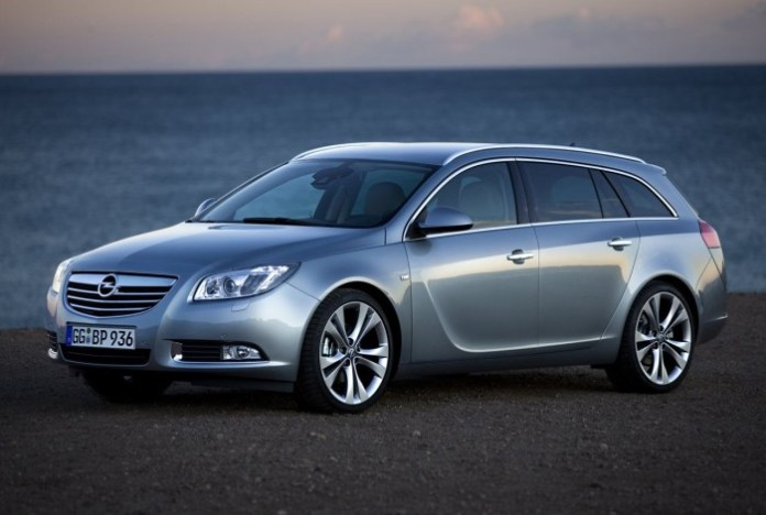 Opel-Insignia_Sports_Tourer_2010