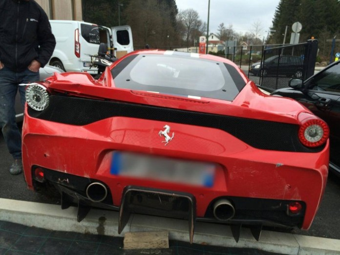 ouch-here-s-a-wrecked-ferrari-458-speciale-looks-sad_3