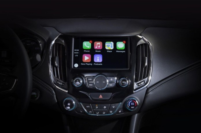 2016 Chevrolet Cruze Apple CarPlay (2)