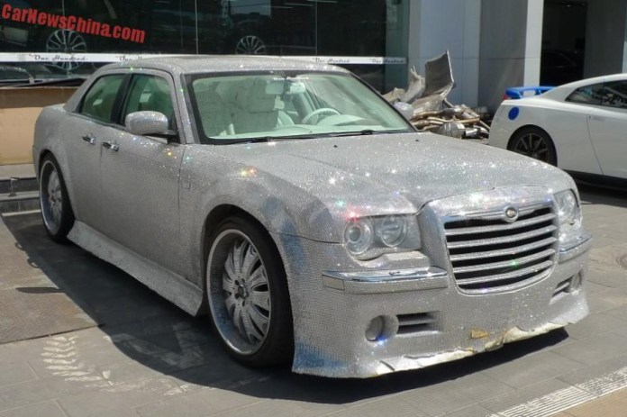 Chrysler 300 overkill in China (1)