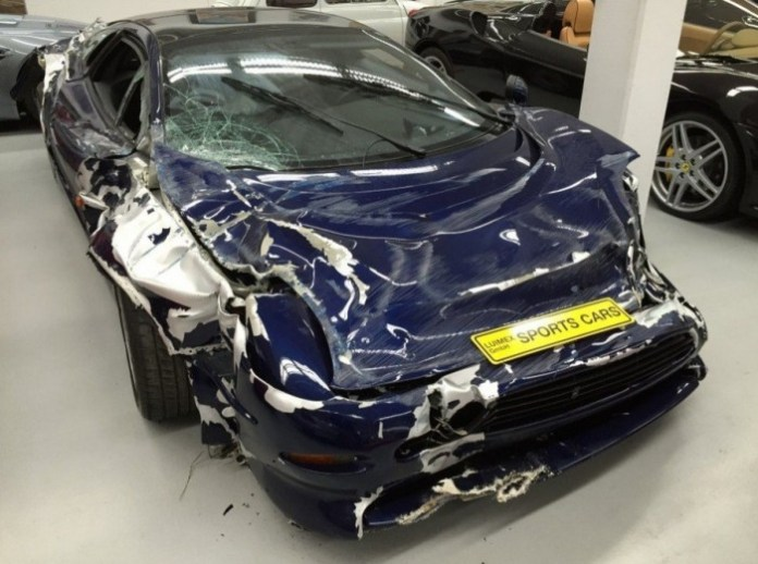 wrecked-jaguar-xj220-supercar-selling-for-200000-in-germany-photo-gallery_7