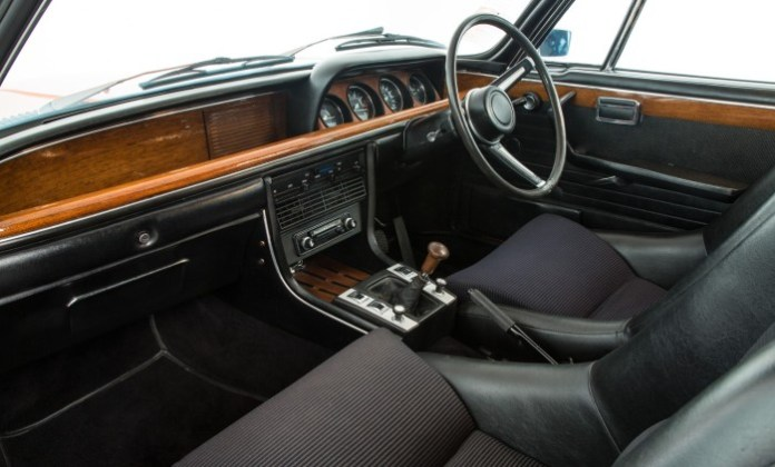 1972-classic-bmw-30csl-up-for-sale-for-a-reasonable-price_3