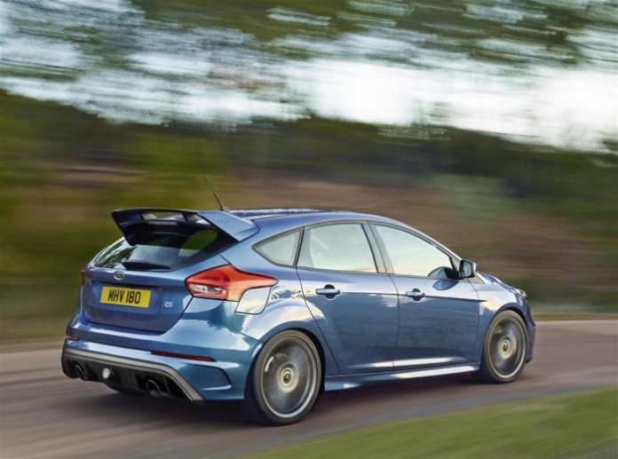 2016-Ford-Focus-RS-018