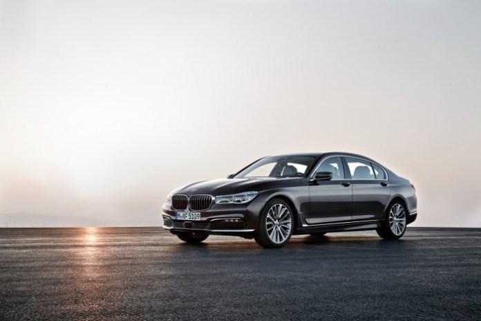 2016_BMW_7_Series_01