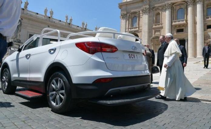 Hyundai Santa Fe Convertible Popemobile (4)