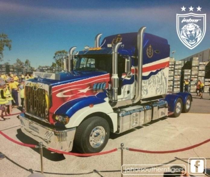 Sultan Johor Mack truck (2)