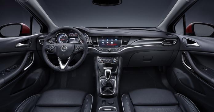 2015_Opel_Astra_50