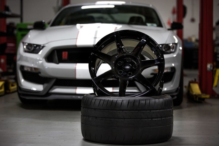 Ford Shelby GT350R Mustang carbon fiber wheels (1)
