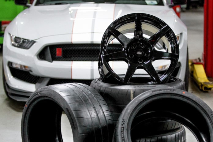 Ford Shelby GT350R Mustang carbon fiber wheels (3)