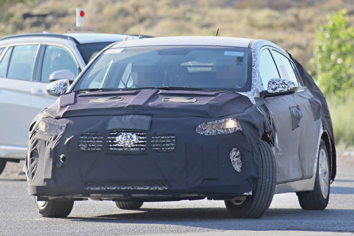 Hyundai hybrid spy photos  (1)