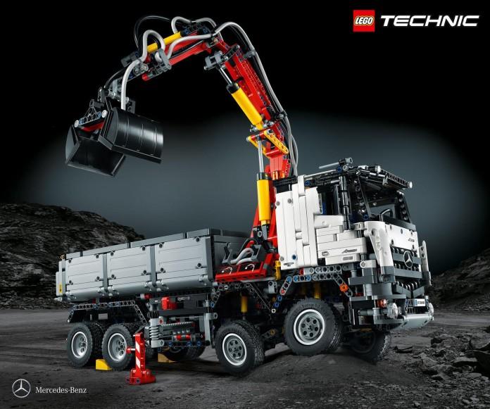 LEGO Technic Mercedes-Benz Arocs 3245 (1)