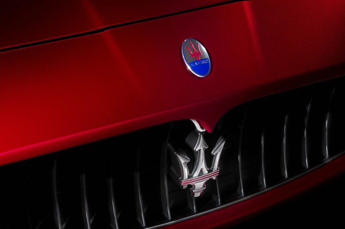 2014-Maserati-GranTurismo-MC-Centennial-Edition-coupe-badge