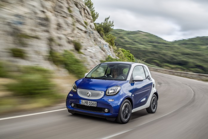 smart fortwo, BR C453, 2014 Bodypanels in midnight blue (metallic), tridion Sicherheitszelle in white Bodypanels in midnight blue (metallic), tridion safety cell in white