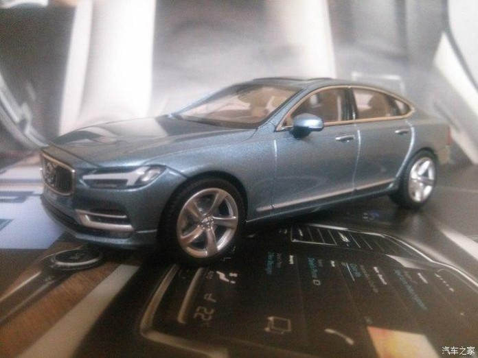 2016_Volvo_S90_scale_model_01