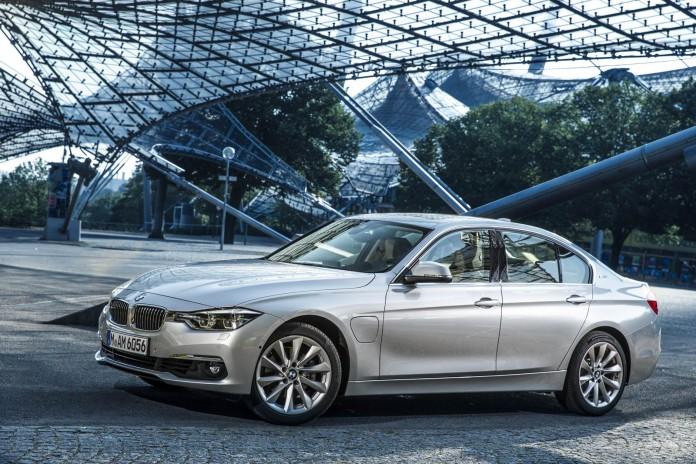 BMW-330e-11