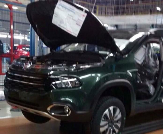 new-fiat-toro-4-door-pickup-looks-like-the-jeep-cherokee_1