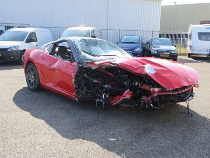 Ferrari-599-gtb-occasion-schade-rood-08