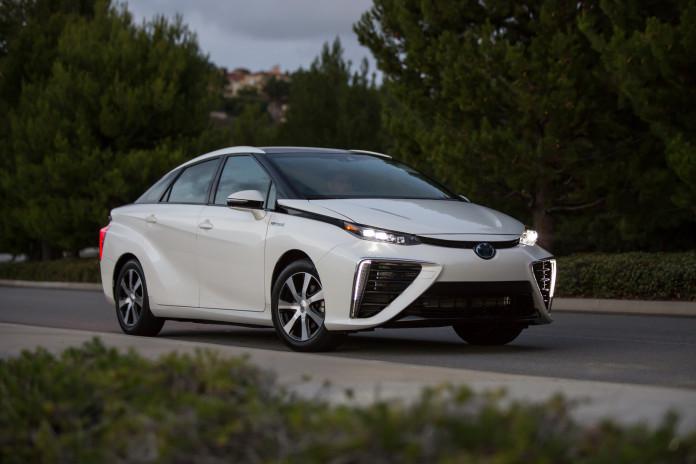 2016-Toyota-Mirai-5