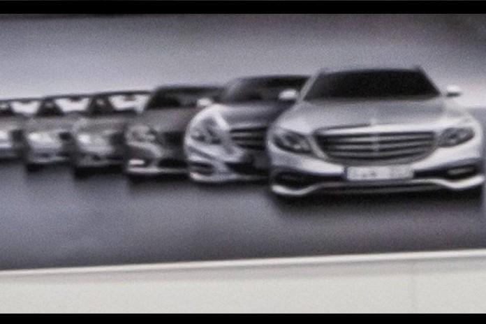 2016_Mercedes_E-Class_exterior_02
