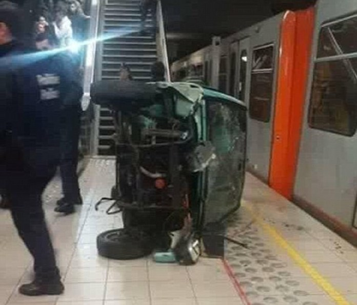 2FBABF1500000578-3381525-Result_The_car_was_badly_damaged_by_the_fall_and_the_station_had-m-7_1451698062851