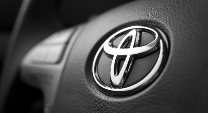 7644toyota-logo-on-the-car-hd-wallpaper-toyota-logo-wallpaper-download-toyota-logo-wallpaper-download