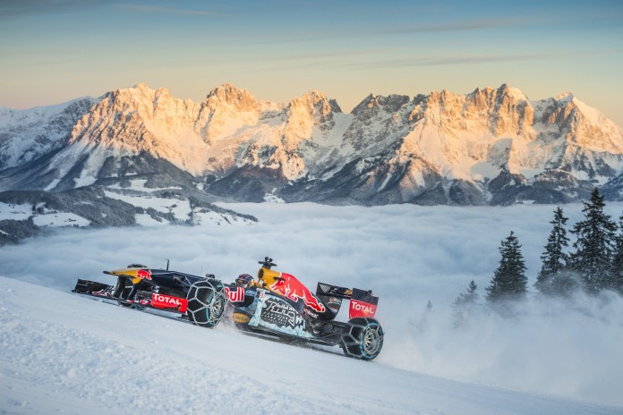 the-rb7-formula-1-car-charges-the-snowy-mountain-photo-gallery_10