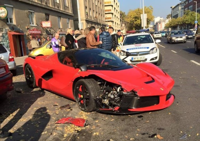LaFerrari-crashed-in-Budapest-4