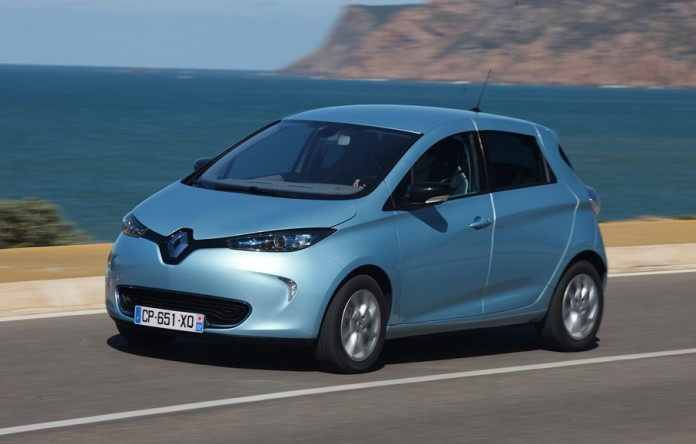 Blue-by-the-sea_Renault_ZOE_GreenCar