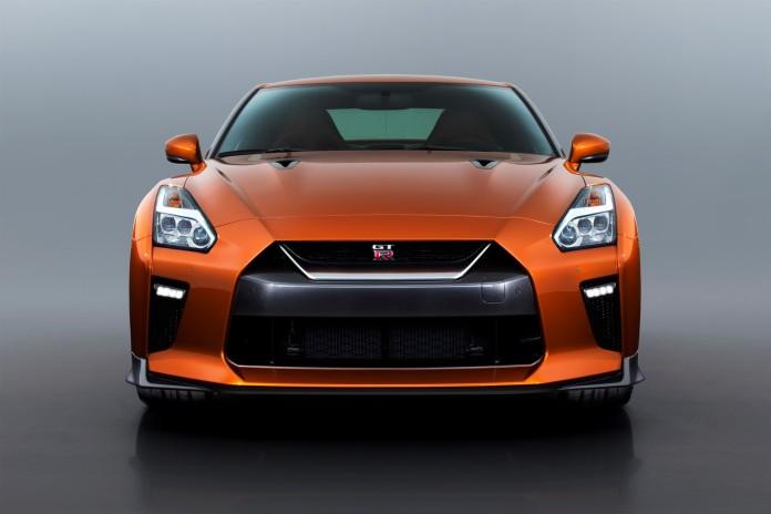 Nissan GT-R 2017 (2)