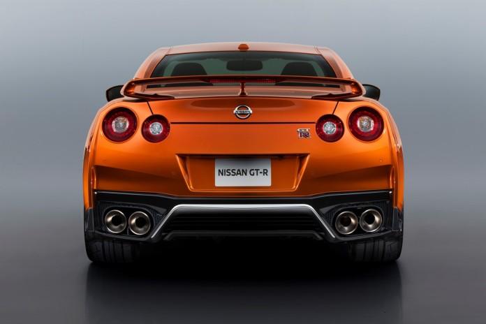 Nissan GT-R 2017 (3)