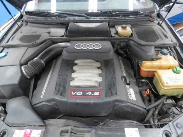 2000_ Audi_S8_08
